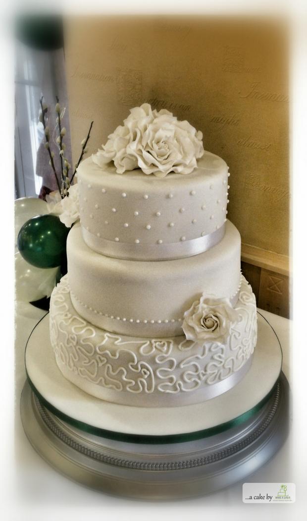 Elegant White Wedding Bakealous