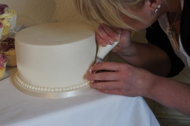 160-dusky-pink-wedding-cupcakes-and-elegant-10-inch-cake (3)