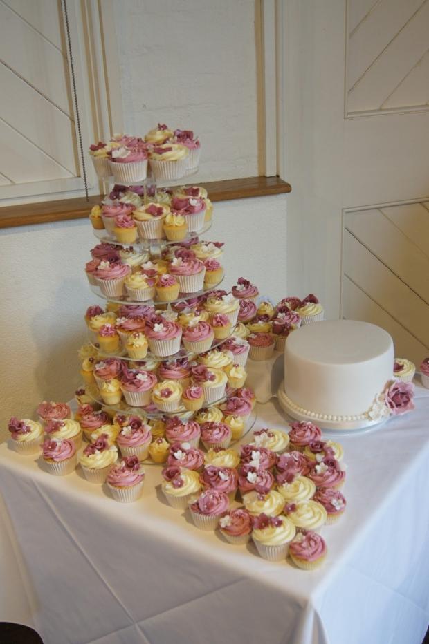 160-dusky-pink-wedding-cupcakes-and-elegant-10-inch-cake (8)
