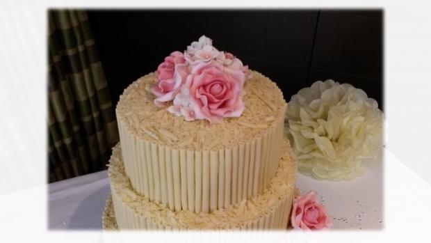 white-chocolate-cigarello-3-tier-wedding-cake(3)