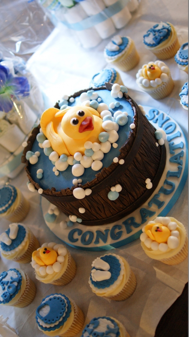 baby-shower-cake-and-cupcakes (1)