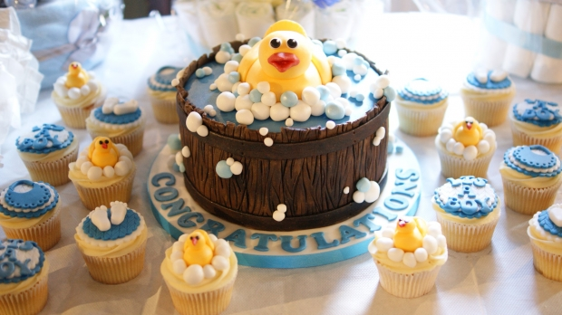 baby-shower-cake-and-cupcakes (3)