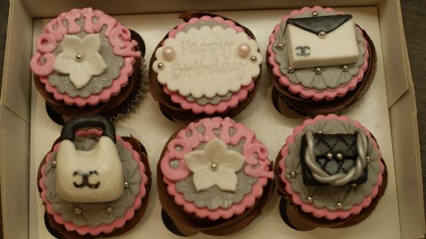 chanel-handbag-cupcakes (1)