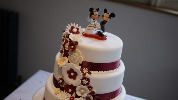 disney-3-tier-wedding-cake-draped-floral-design (20)