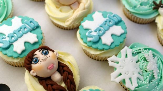 disneys-frozen-cupcakes-elsa-anna-olaf-cupcakes (3)