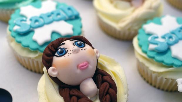 disneys-frozen-cupcakes-elsa-anna-olaf-cupcakes (4)