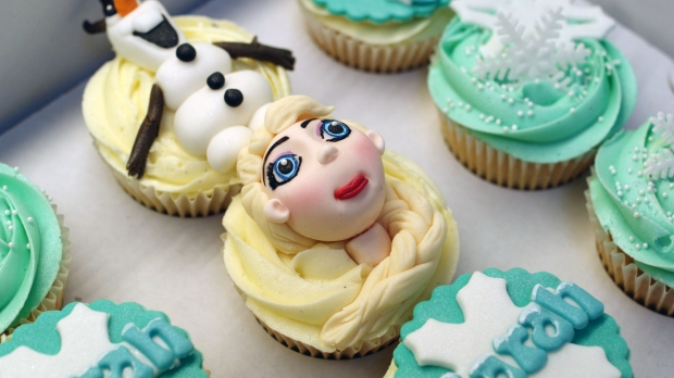 disneys-frozen-cupcakes-elsa-anna-olaf-cupcakes (5)
