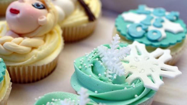 disneys-frozen-cupcakes-elsa-anna-olaf-cupcakes (6)