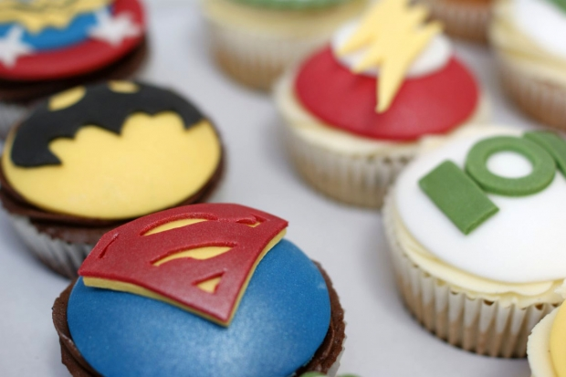 flash-gordon-and-marvel-avengers-cupcakes-and-cake (10)