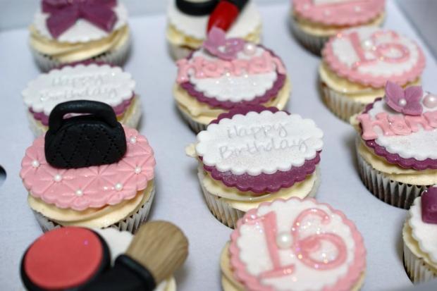makeup-and-handbag-16th-birthday-cupcakes (1)