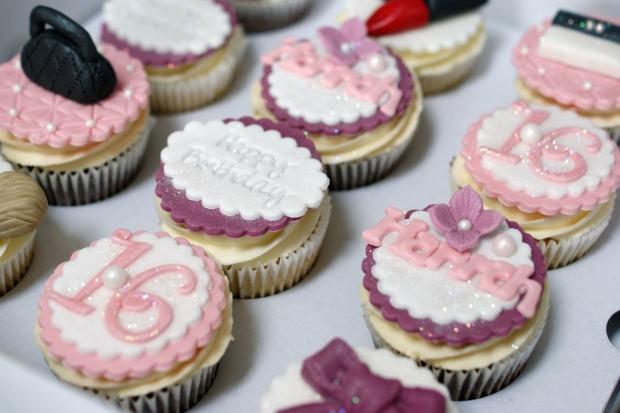 makeup-and-handbag-16th-birthday-cupcakes (2)