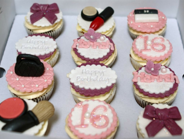 makeup-and-handbag-16th-birthday-cupcakes (3)