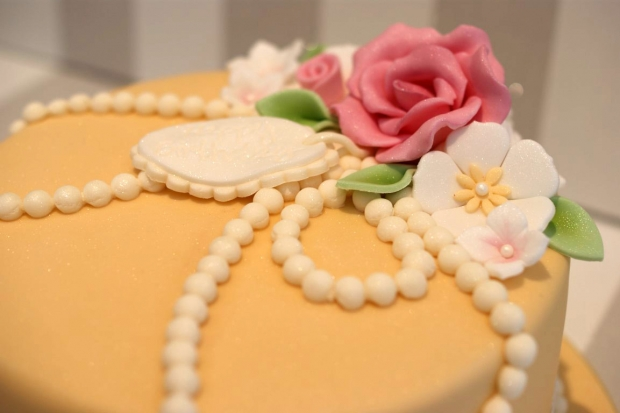 vintage-pearl-and-lace-birthday-cake (4)