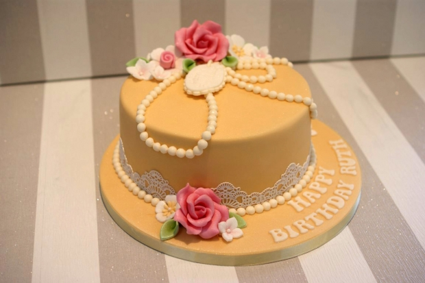 vintage-pearl-and-lace-birthday-cake (6)