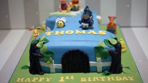 winnie-the-pooh-number-one-birthday-cake (1)
