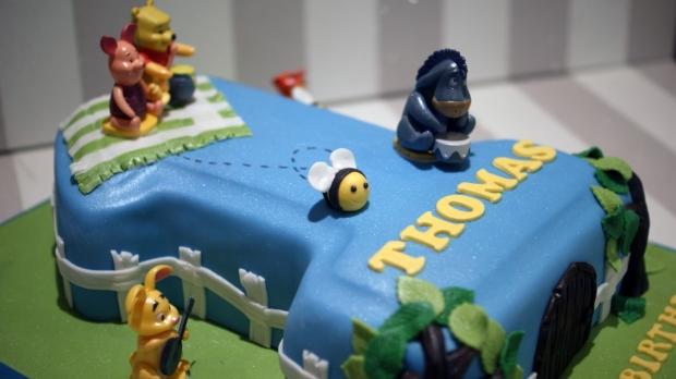 winnie-the-pooh-number-one-birthday-cake (6)