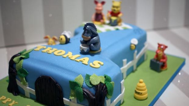 winnie-the-pooh-number-one-birthday-cake (7)