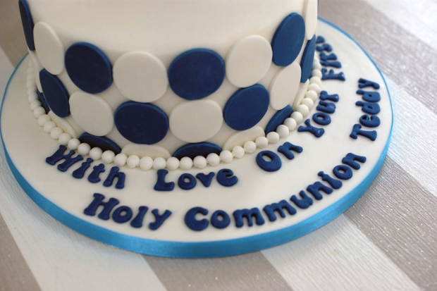 holy-communion-cake-and-cupcakes (5)