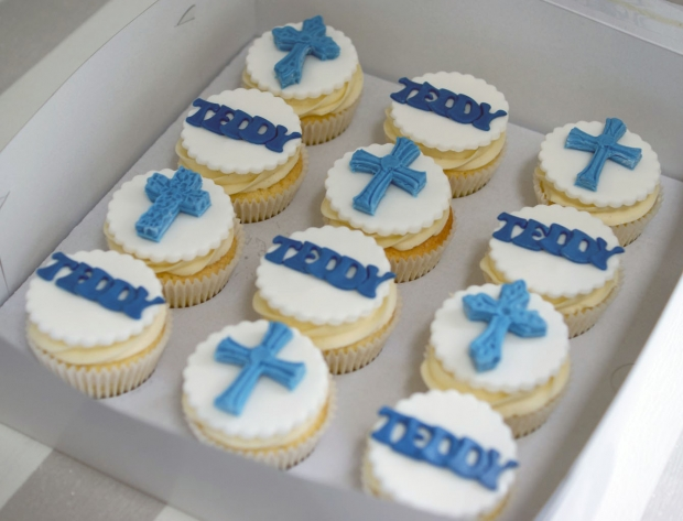 holy-communion-cake-and-cupcakes (8)