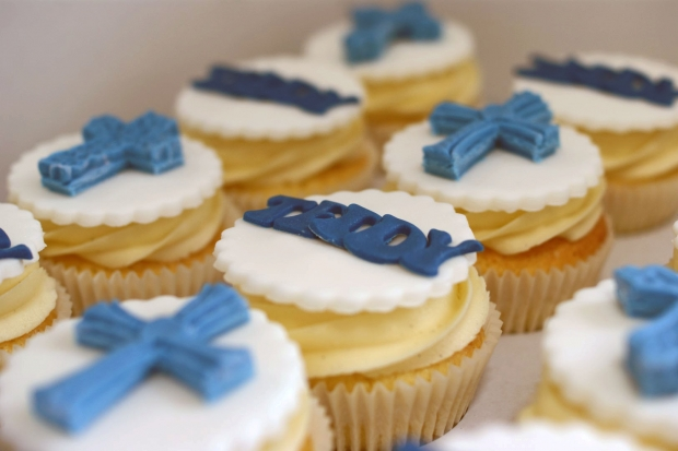 holy-communion-cake-and-cupcakes (9)