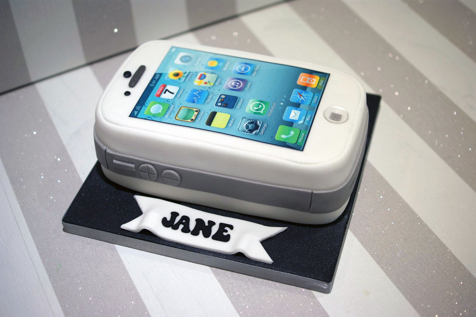 Iphone Birthday Cake 4 Bakealous