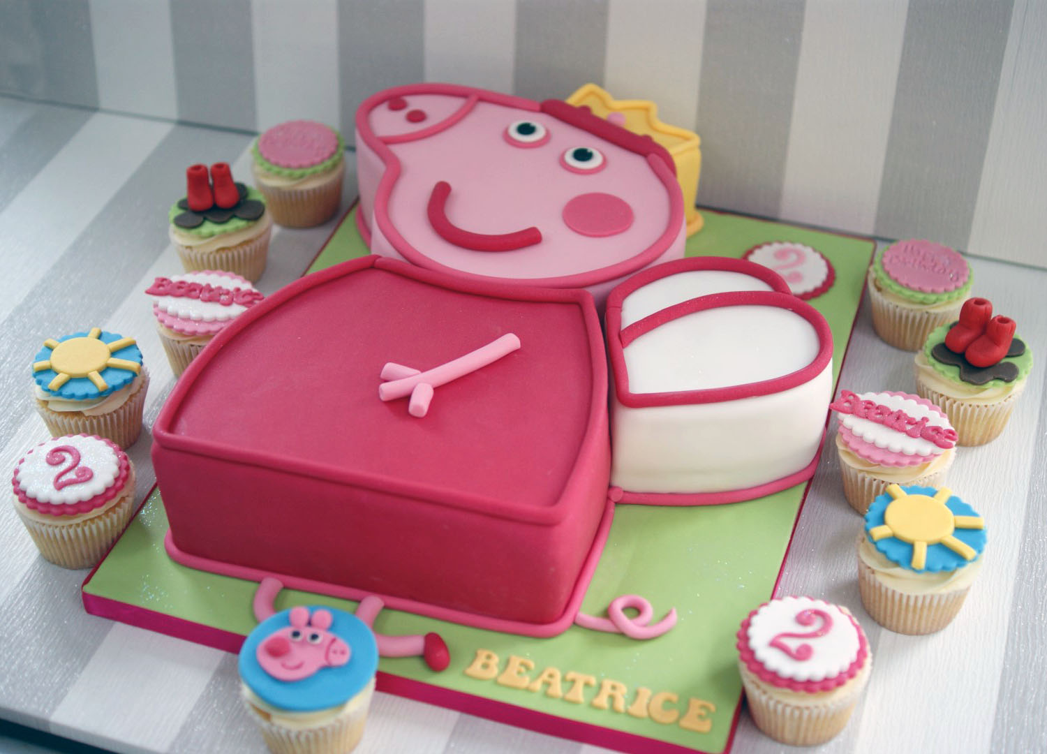 Peppa Pig 2nd Birthday Cake With Cupcakes Bakealous