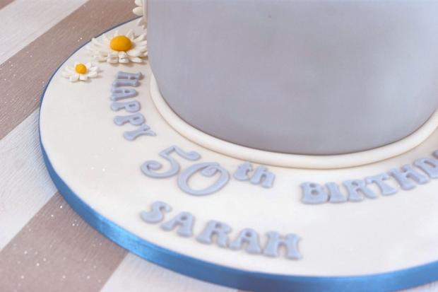 vintage-tea-pot-50th-birthday-cake-and-cupcakes (1)