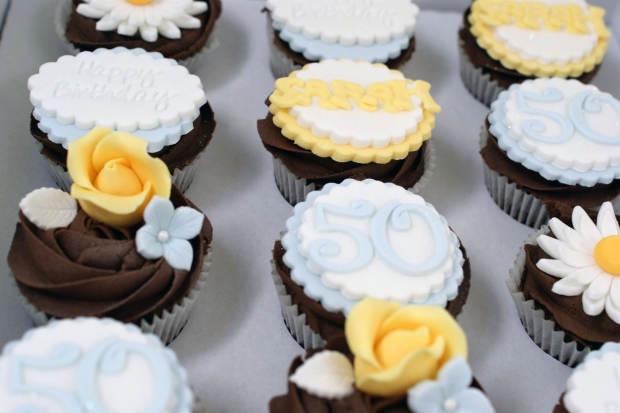 vintage-tea-pot-50th-birthday-cake-and-cupcakes (11)