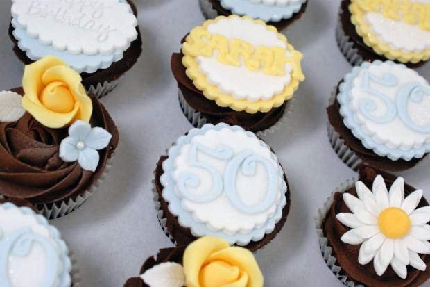 vintage-tea-pot-50th-birthday-cake-and-cupcakes (13)