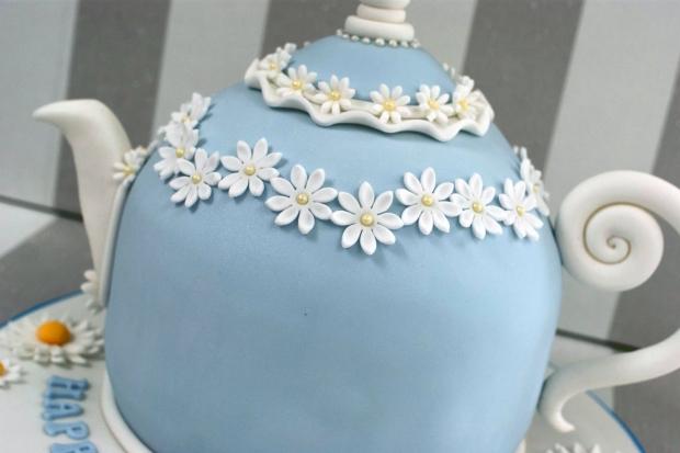vintage-tea-pot-50th-birthday-cake-and-cupcakes (14)