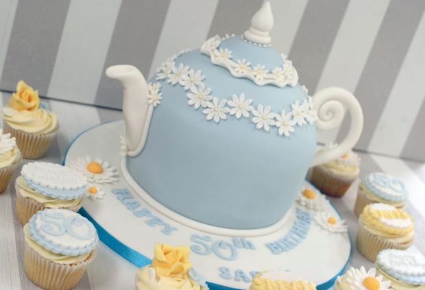 vintage-tea-pot-50th-birthday-cake-and-cupcakes (5)