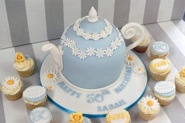 vintage-tea-pot-50th-birthday-cake-and-cupcakes (7)
