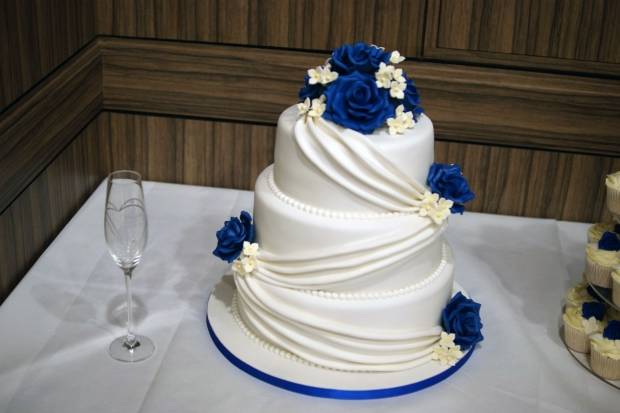3-tier-wedding-cake-drapes-and-roses-with-cupcake-tower (14)