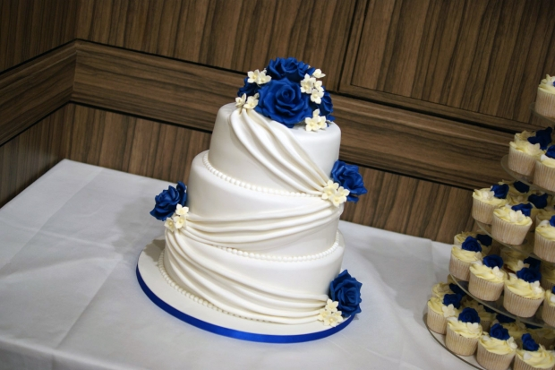 3-tier-wedding-cake-drapes-and-roses-with-cupcake-tower (4)