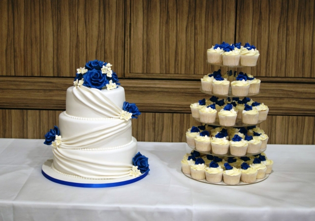 3-tier-wedding-cake-drapes-and-roses-with-cupcake-tower (5)