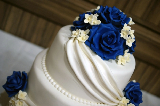 3-tier-wedding-cake-drapes-and-roses-with-cupcake-tower (6)