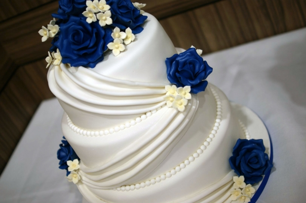 3-tier-wedding-cake-drapes-and-roses-with-cupcake-tower (7)