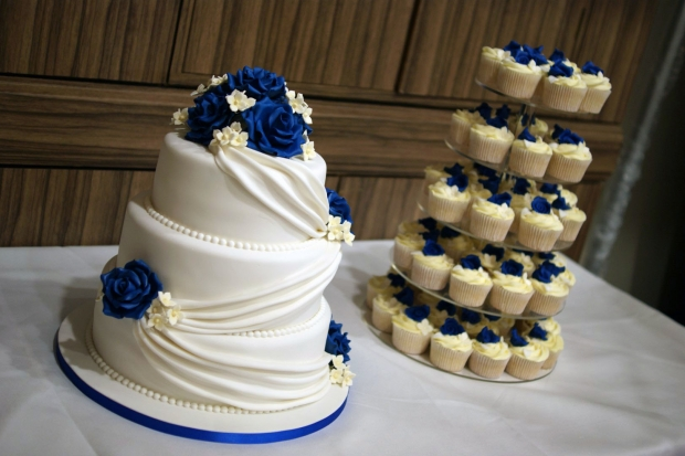 3-tier-wedding-cake-drapes-and-roses-with-cupcake-tower (9)