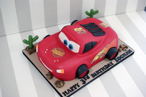 3d-lightning-mcqueen-car-birthday-cake (4) (Large)