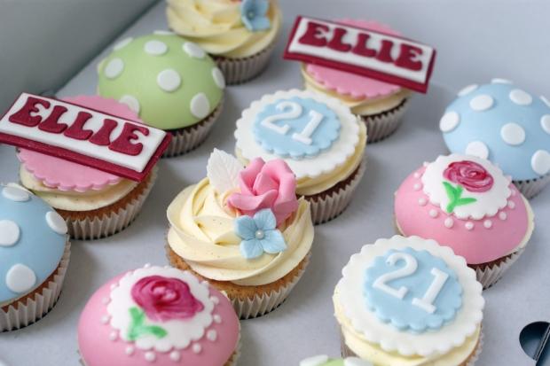 cath-kidston-style-21st-birthday-cake (2)