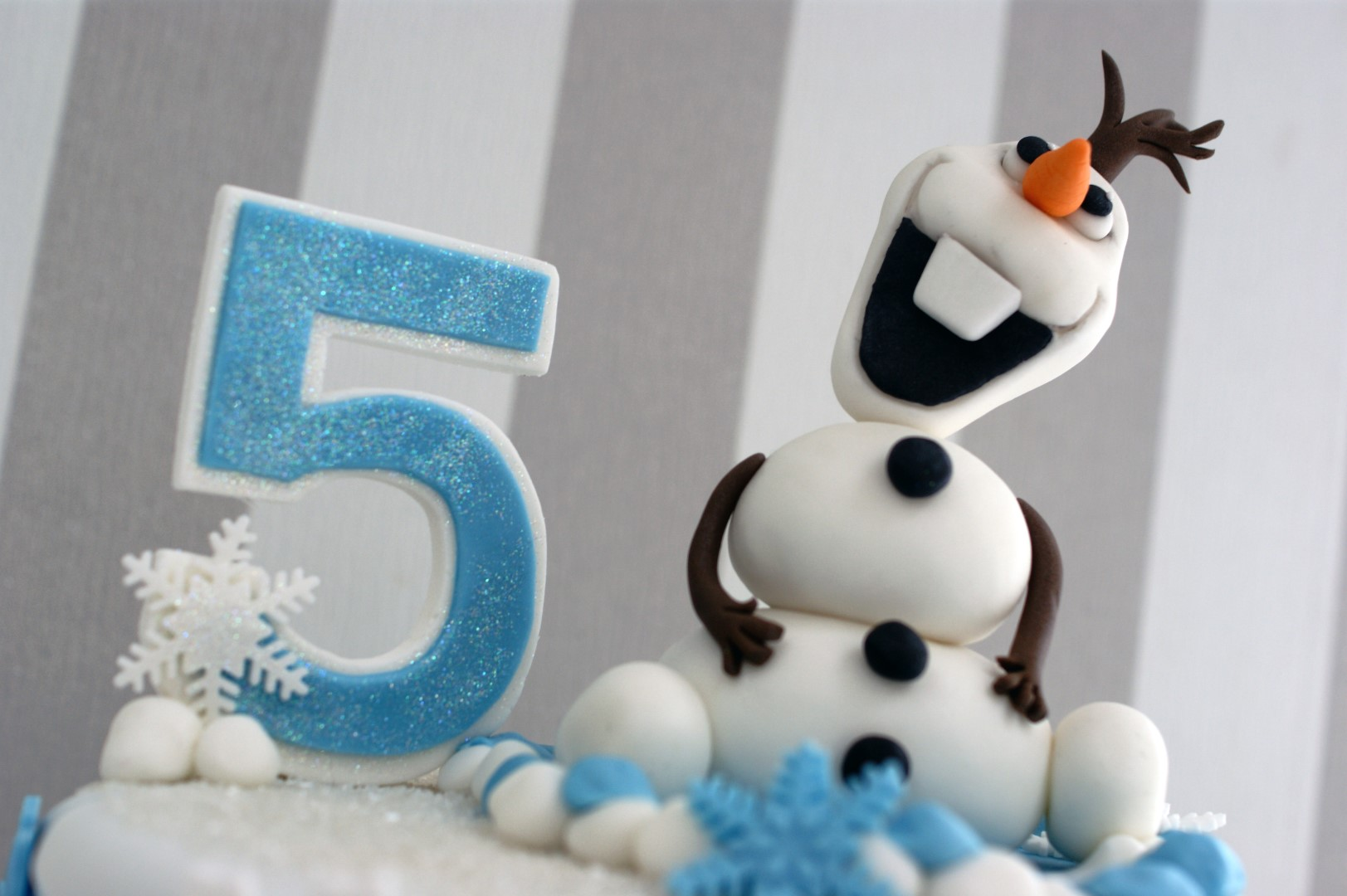 Enjoyable Olaf Disney Frozen 5Th Birthday Cake Bakealous Funny Birthday Cards Online Alyptdamsfinfo