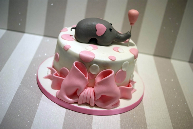 baby-shower-cake-with-cupcakes (2)