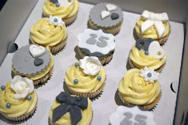 25th-wedding-anniversary-cupcakes (1)