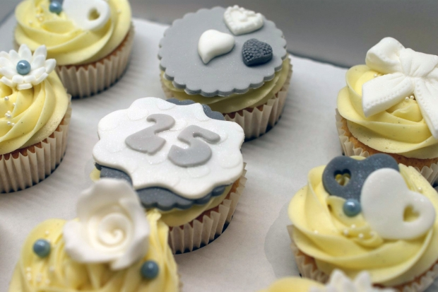 25th-wedding-anniversary-cupcakes (2)