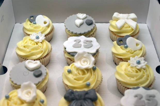 25th-wedding-anniversary-cupcakes (3)
