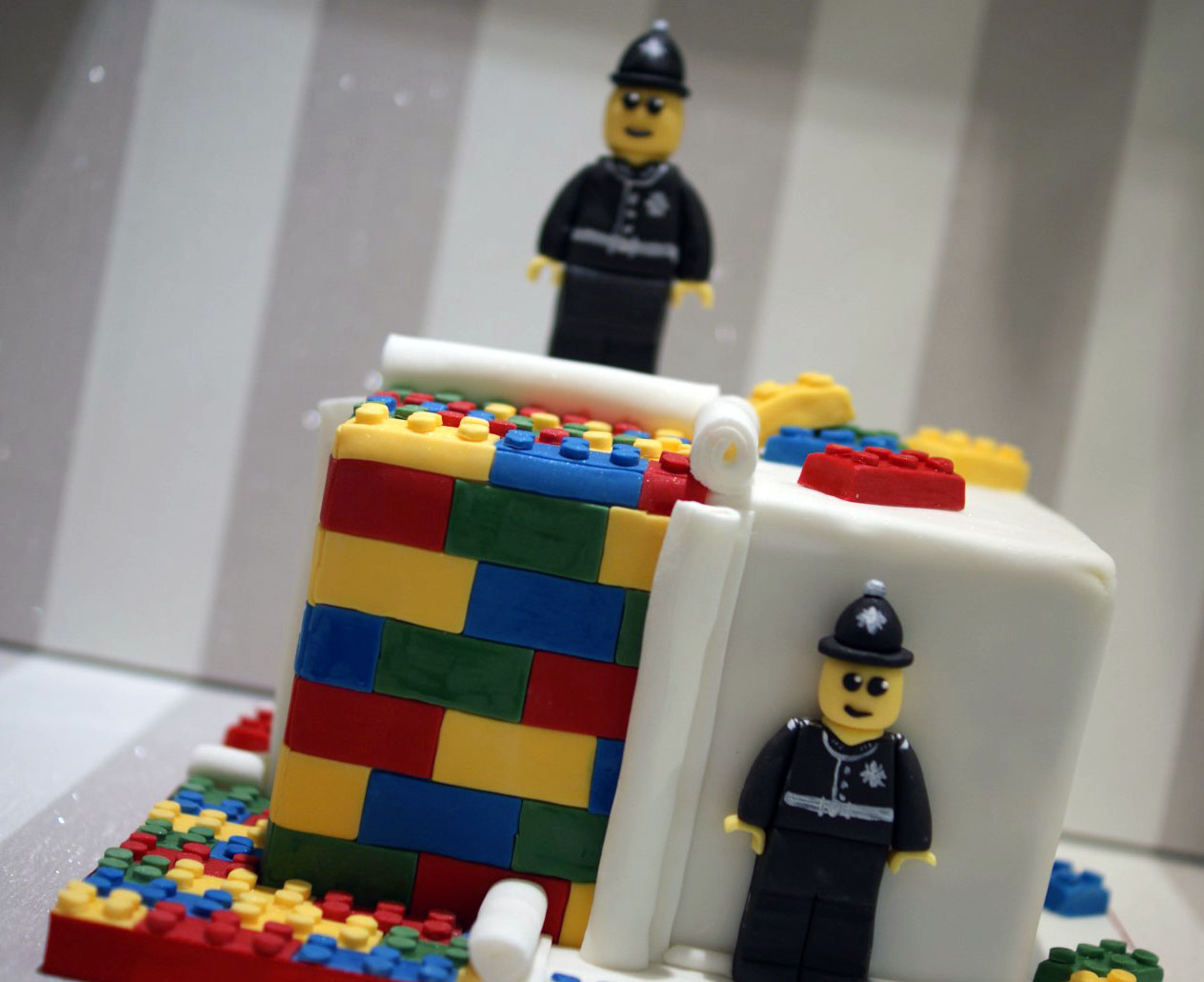 Lego Police Themed 30th Birthday Cake 1 Bakealous