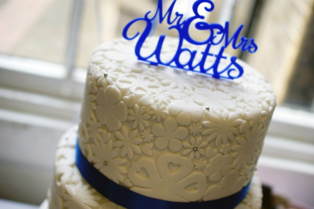 royal-blue-flower-stamp-3-tier-wedding-cake (4)