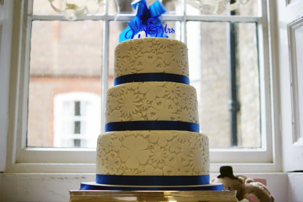 royal-blue-flower-stamp-3-tier-wedding-cake (6)