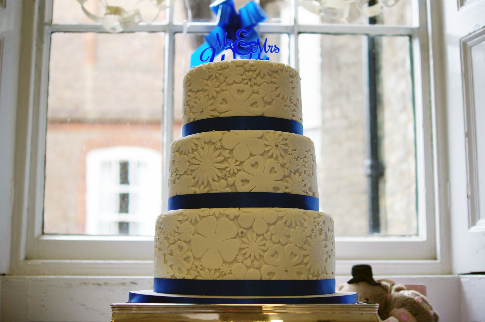 wedding cake royal blue flower royal blue flower stamp 3 tier wedding cake bakealous 23723