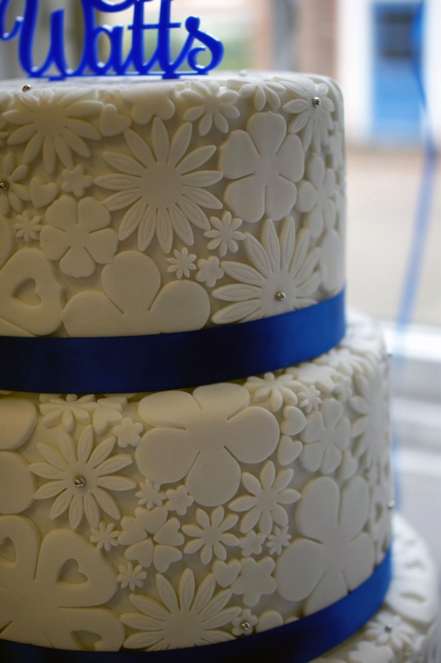 royal-blue-flower-stamp-3-tier-wedding-cake (7)